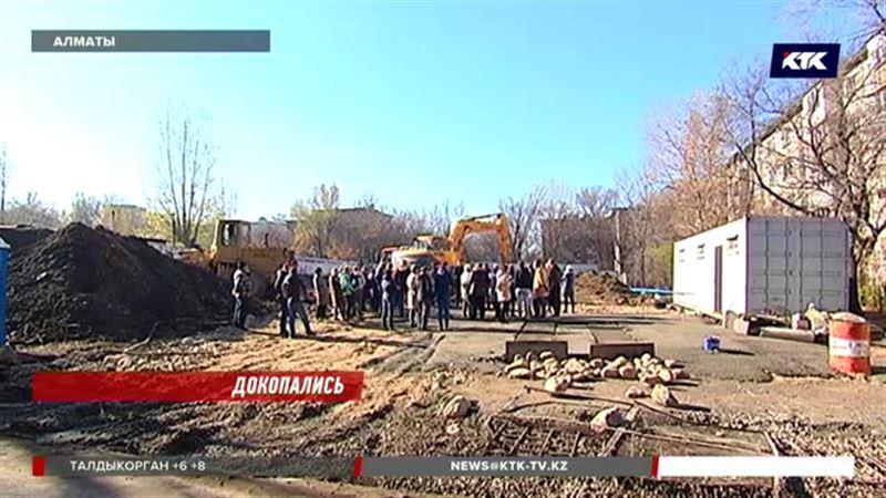 Жильцы алматинской пятиэтажки выступили против застройщика