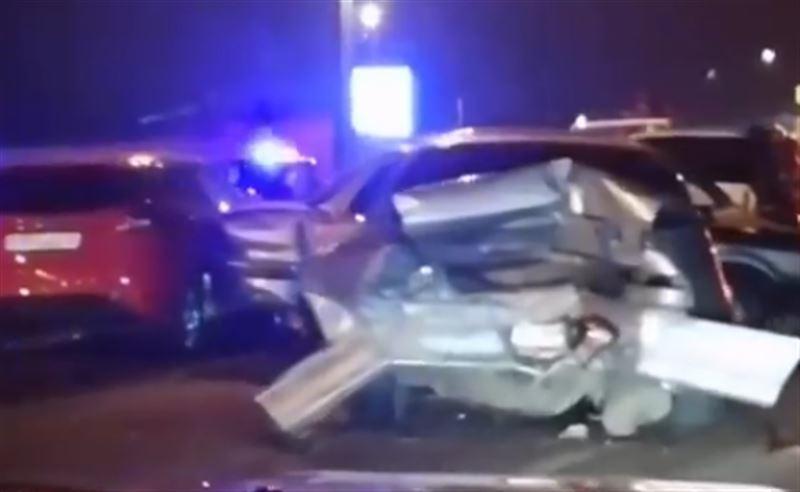 Авария с участие четырех автомобилей произошла в Алматы