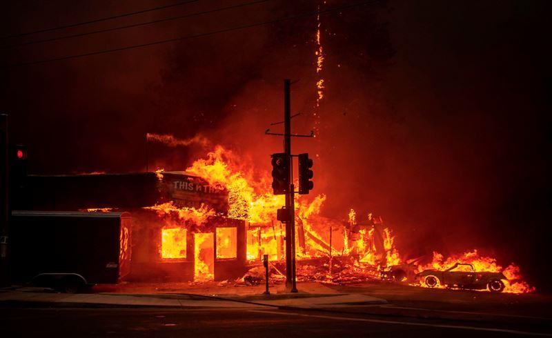 Число жертв лесных пожаров в Калифорнии возросло до 25