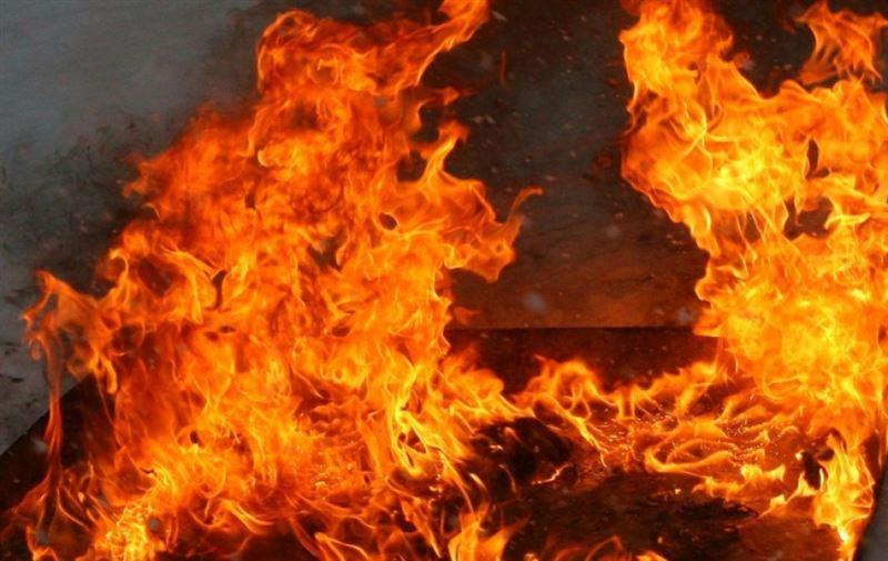 Пожарные спасли женщину из горящего столичного магазина