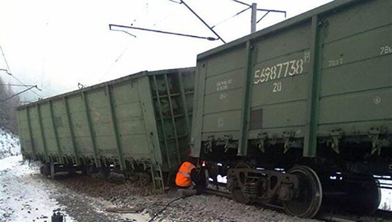 Грузовой поезд сошел с рельсов в Кызылординской области