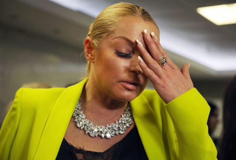 «Пинай себя по голове»: Настасья Самбурская набросилась на Анастасию Волочкову из-за собаки