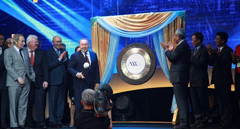 Назарбаев запустил торги на бирже МФЦА