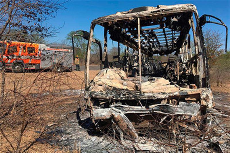 Пожар в автобусе унес жизни 42 человек в Зимбабве