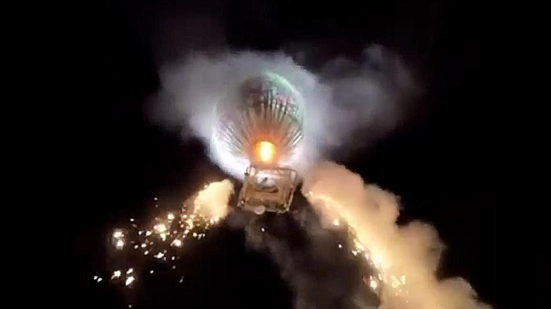Воздушный шар с пиротехникой упал на зрителей фестиваля в Мьянме
