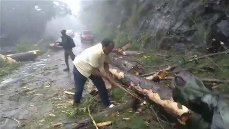 Қатты дауылдан 33 адам мерт болды