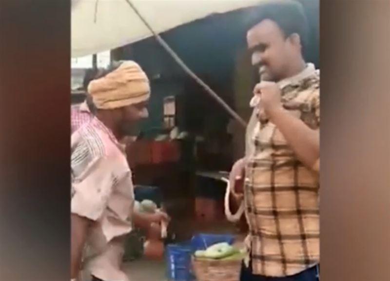 Мужчина хотел испугать друзей коброй, но поплатился за это своей жизнью