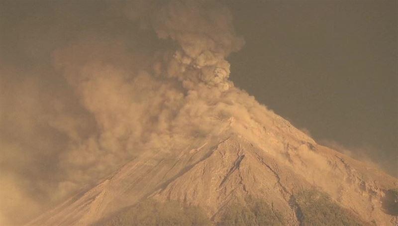 Тысячи людей эвакуированы из-за извержения вулкана в Гватемале