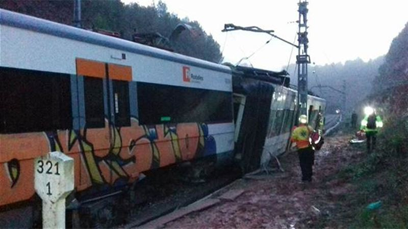 В результате крушения поезда в Каталонии пострадали десятки человек