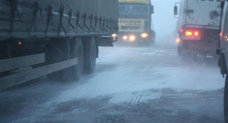 В горах Грузии казахстанцы попали в снежный плен
