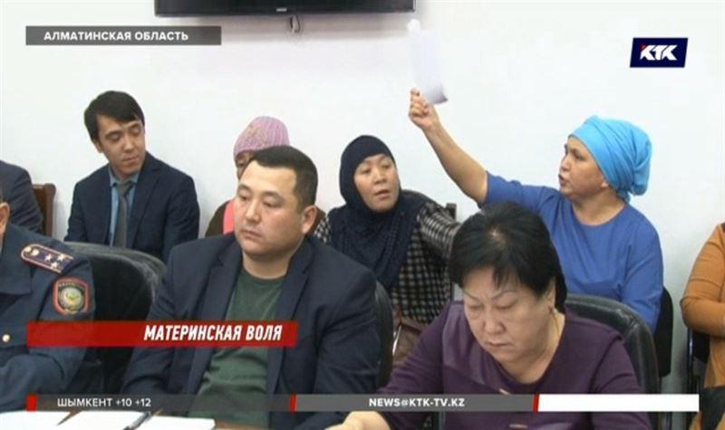 Матери-героини Талдыкоргана вернули акимату все свои награды