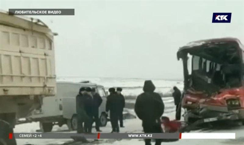 Карагандинец, пострадавший на трассе в ДТП, скончался