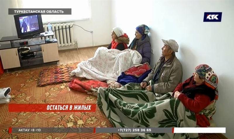 Без воды и в холоде сидят жители новой многоэтажки в Сарыагаше