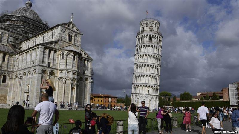 Пизанская башня начала выпрямляться