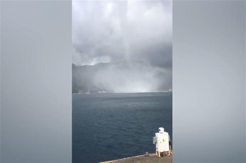 Два смерча, обрушившихся на турецкий курорт, сняли на видео