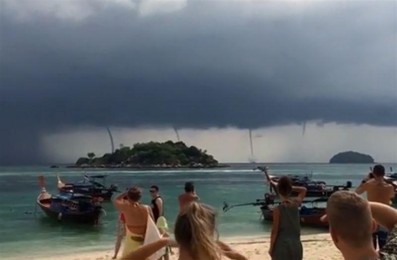 Туристы сняли на видео аномальные смерчи в Таиланде
