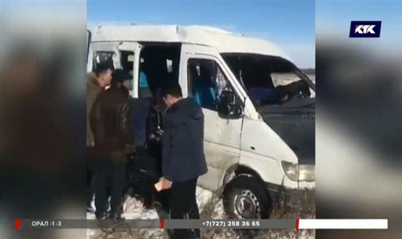Алматы облысында адамға толыавтобус апатқа ұшырады