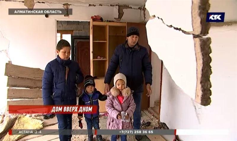 В алматинском селе семья с тремя детьми осталась без дома