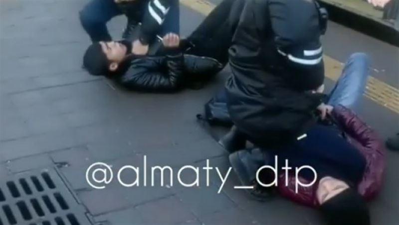 Карманных воров с поличным задержали в Алматы