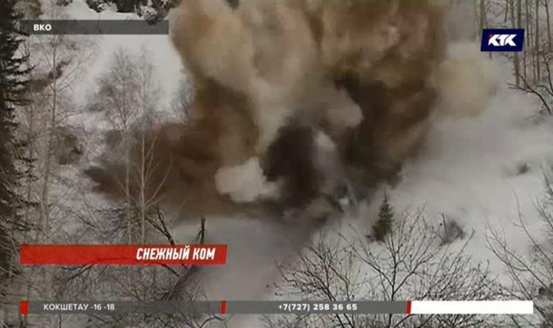 В горах ВКО взрывают снег