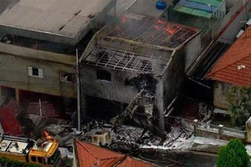 В Бразилии на жилой дом рухнул самолет
