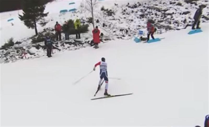 Разгневанный чемпион-лыжник сломал палку на финише