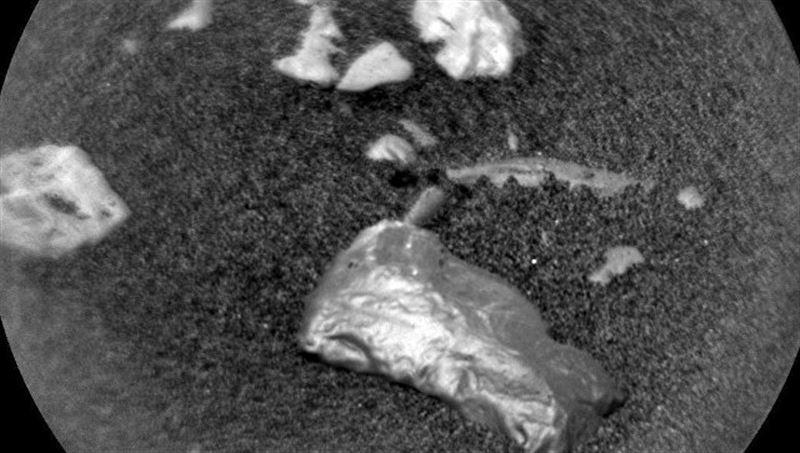 На Марсе нашли таинственный блестящий объект