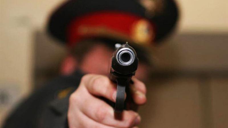 Тәртіп бұзушыны ұстамақ болған полицей өзін атып алды