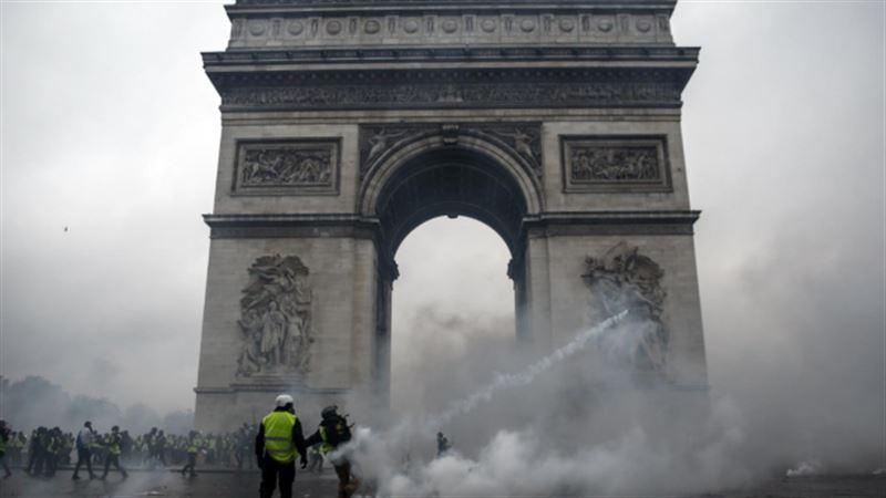 Из-за протестов во Франции погибли три человека