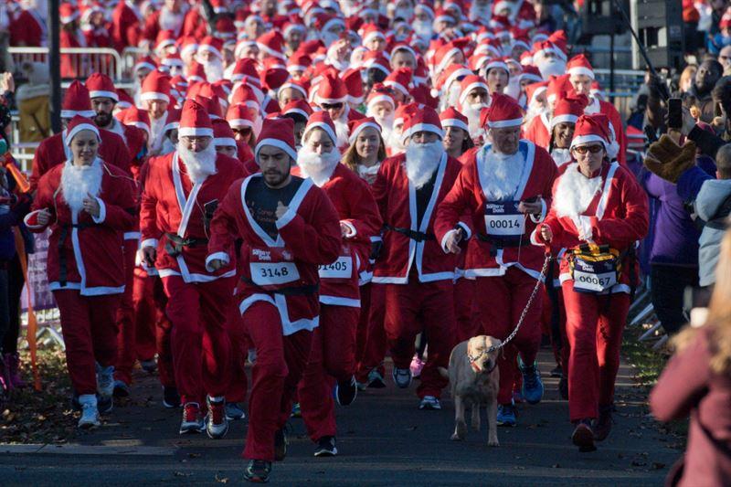 В Европе стартовали забеги Санта-Клаусов