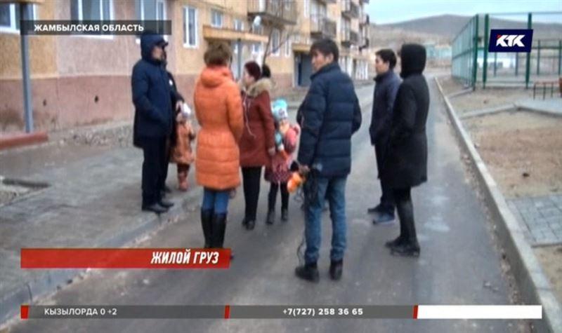 Жамбылские власти предложили людям квартиры, в которых невозможно жить