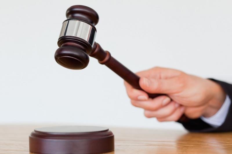 В Семее осудили женщину, уронившую с балкона банку на голову 9-летнего ребенка