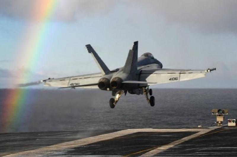 Екі әскери ұшақ Тынық мұхитына құлады
