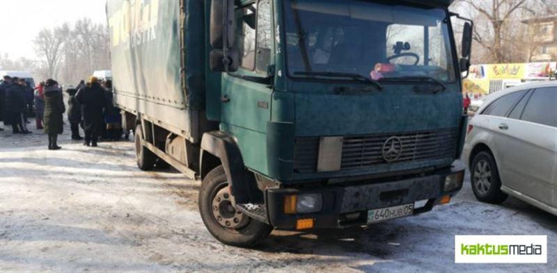 ШОК (18+): Казахстанец на грузовике насмерть сбил школьницу в Бишкеке