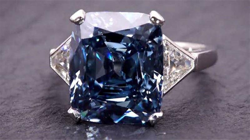 На аукционе в Нью-Йорке голубой бриллиант продали за 18 миллионов долларов