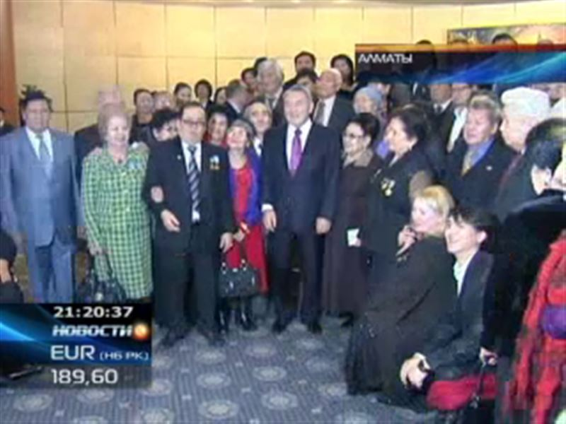 Нурсултан Назарбаев вручил президентские стипендии