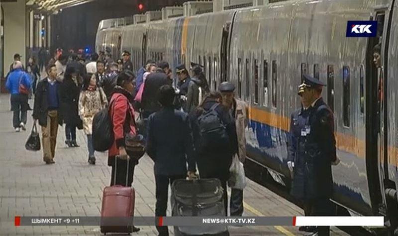 О задержке поездов казахстанцев будут оповещать