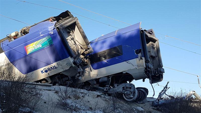 14 человек пострадали из-за сошедшего с рельсов поезда в Южной Корее