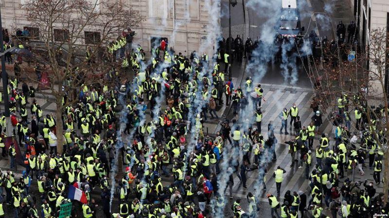 Полиция наразыларға газ шашты