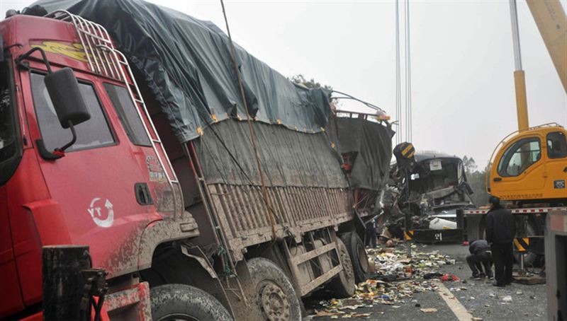 На трассе в Китае столкнулись 22 автомобиля, пять человек погибли