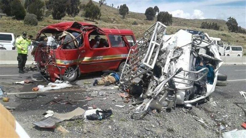 Шағын автобустардың соқтығысуынан 17 адам қаза тапты