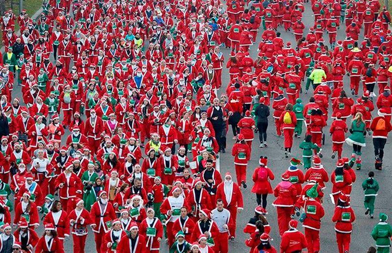 Тысячи Санта-Клаусов пробежали по улицам Мадрида
