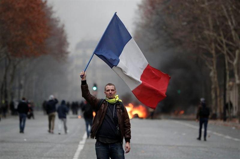 Франциядағы көтеріліс: 1400-ге жуық адам ұсталды