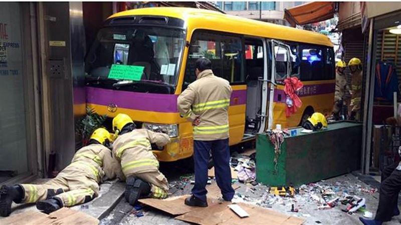 В Китае школьный автобус протаранил пешеходов. Есть жертвы