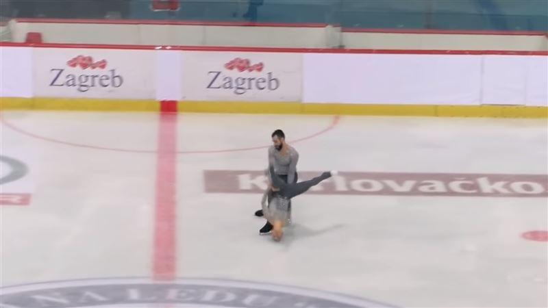 Фигуристка упала во время выступления, ударившись головой об лед