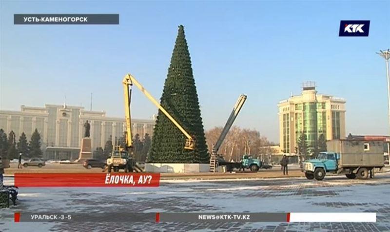 Главная елка Усть-Каменогорска теперь из пластика