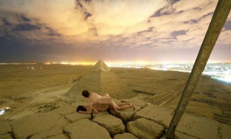 Фотограф Пирамиданың жанында жыныстық қатынасқа түсіп, видеоға түсірген
