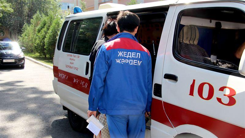 Врачи рассказали о состоянии пострадавшего водителя скорой Алматы