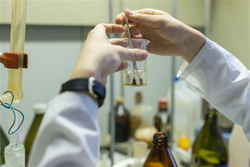 11 детей оказались в больнице после урока химии в Алматинской области