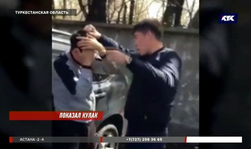 Полицейский поднял руку и лишился работы